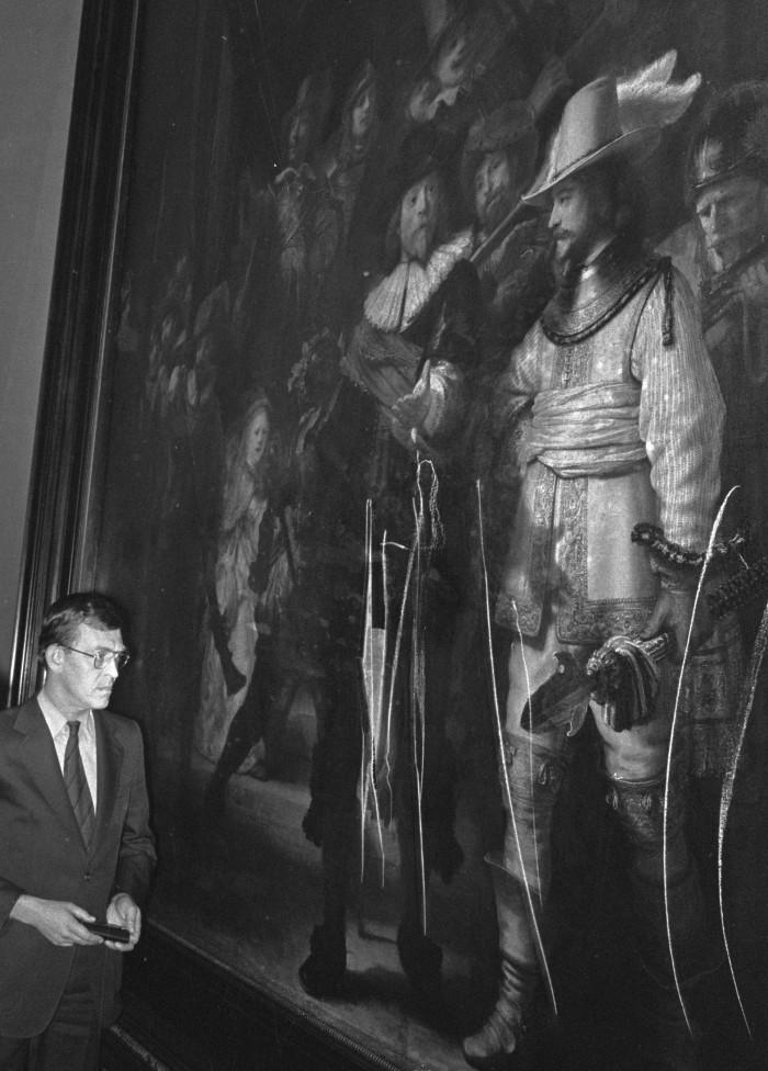 """""""Straż nocna"""" Rembrandta po ataku nożem w 1975 r."""